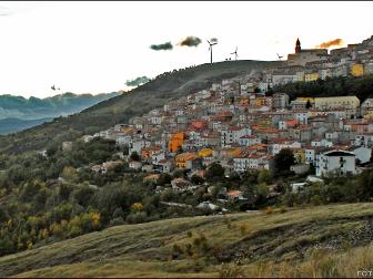 Castiglione_Messer_Marino_e_il_Viadotto_Sente_Longo-rit336