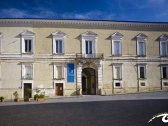 Palazzo_D_avalos_occhio-rid