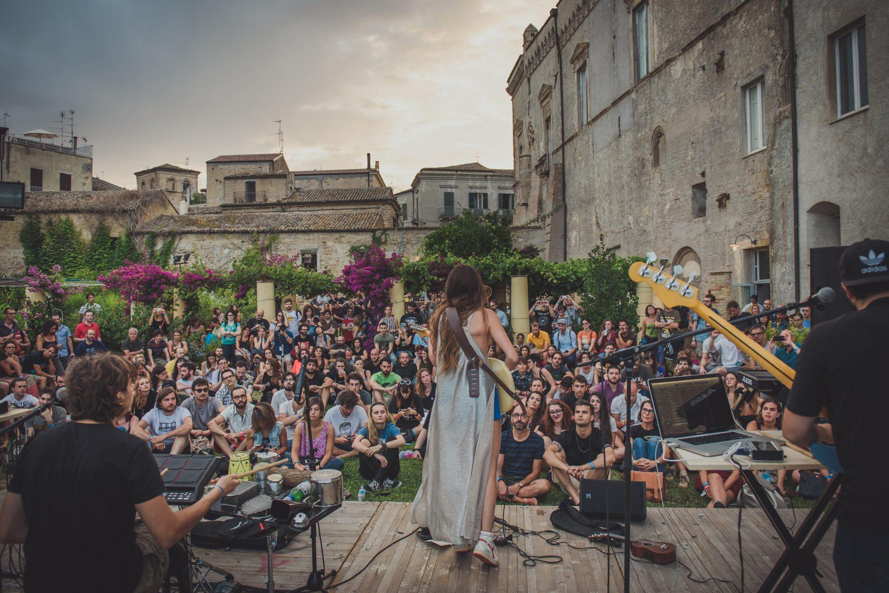 joan-thiele-giulia-razzauti-siren-festival-5298-1738×1160