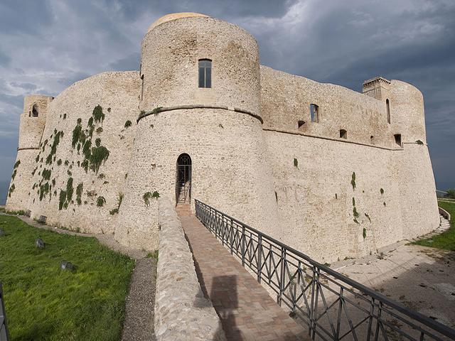 Castello_aragonese_di_Ortona_480